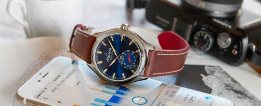 Die Alpina Horological Smartwatch gibt's jetzt auch in blau